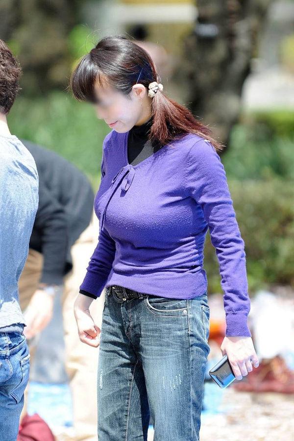 街撮りの素人の着衣巨乳 14