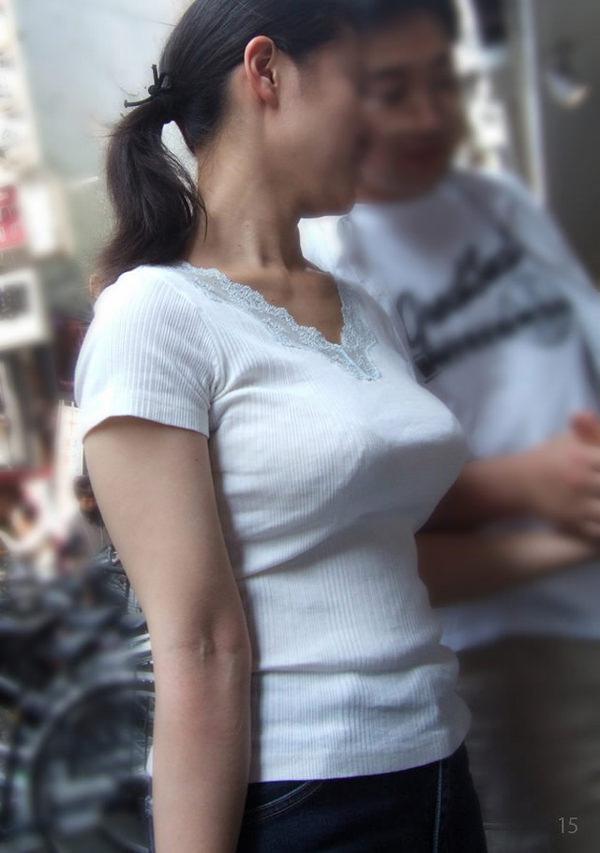 街撮りした素人の着衣巨乳 25