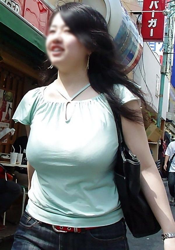 街撮りした素人の着衣巨乳 26