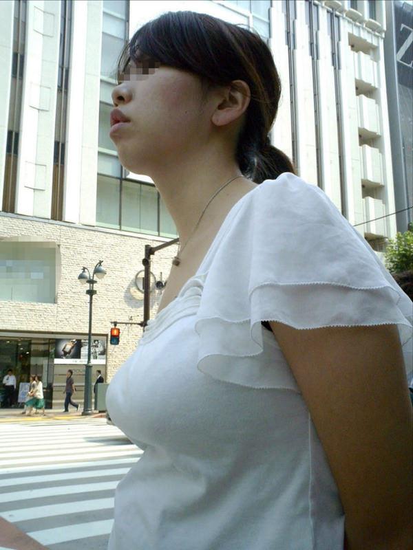 街撮りした素人の着衣巨乳 29