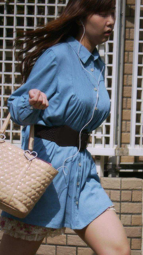 街撮りした素人の着衣巨乳 34