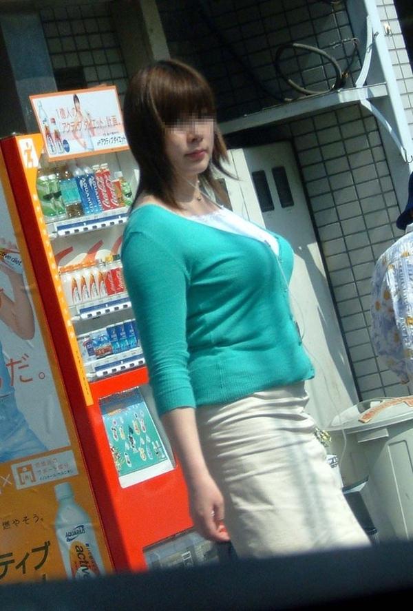 街撮りした素人の着衣巨乳 41
