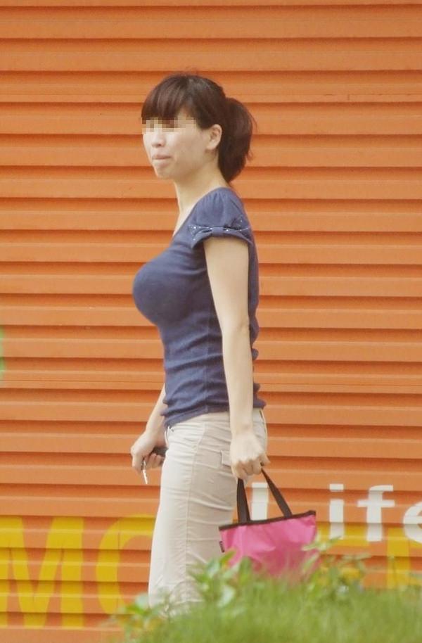 街撮りした素人の着衣巨乳 42