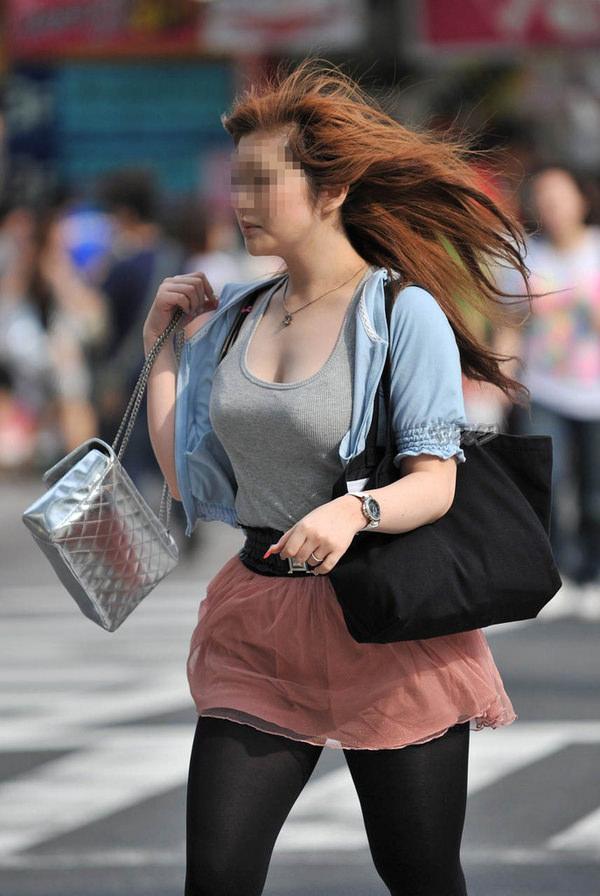 街撮りの素人の着衣巨乳 6