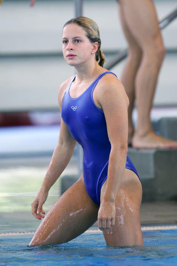 外国人女性アスリートの競泳水着姿 2