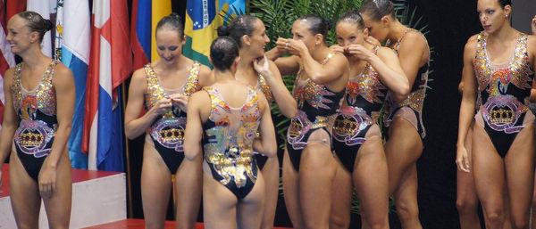 外国人女性アスリートの競泳水着姿 8