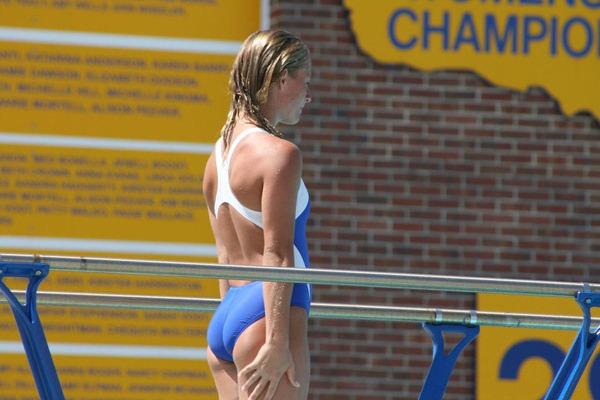 外国人女性アスリートの競泳水着姿 19