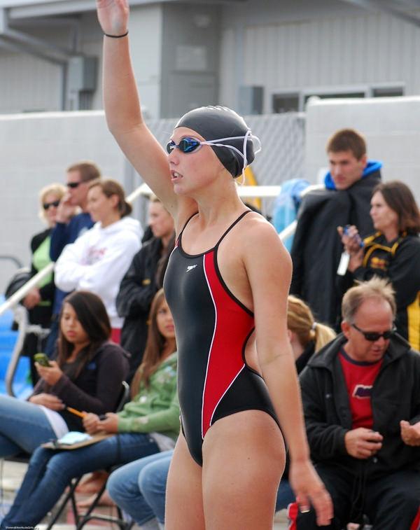 外国人女性アスリートの競泳水着姿 21
