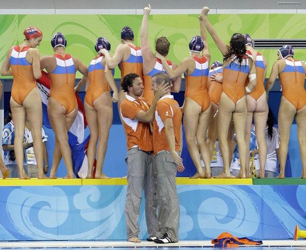 外国人女性アスリートの競泳水着姿 22