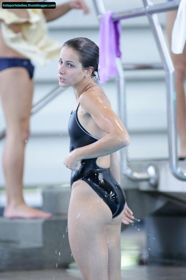 外国人女性アスリートの競泳水着姿 23