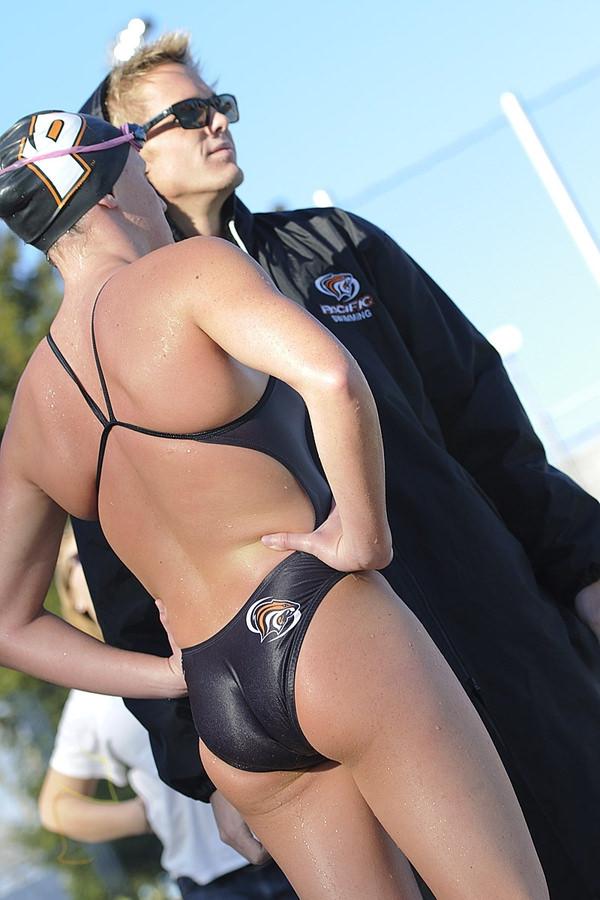 外国人女性アスリートの競泳水着姿 25