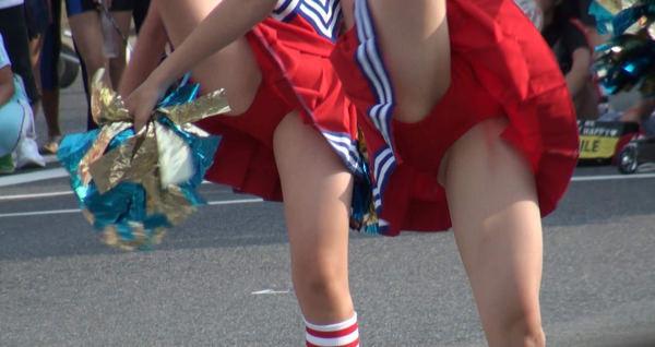 チアガールの足上げの瞬間 14