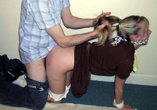外国人が髪の毛掴んで激しいバック 12