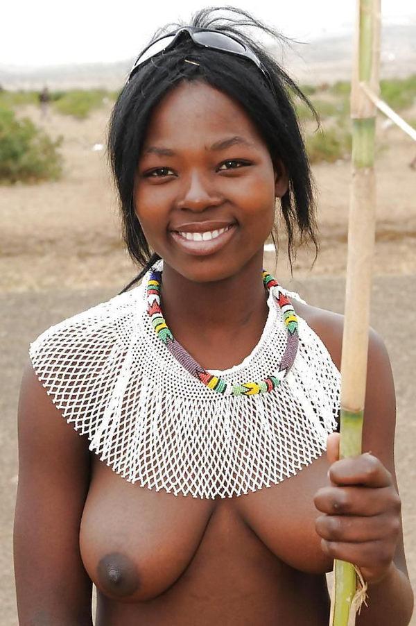 裸族のアフリカ原住民 9