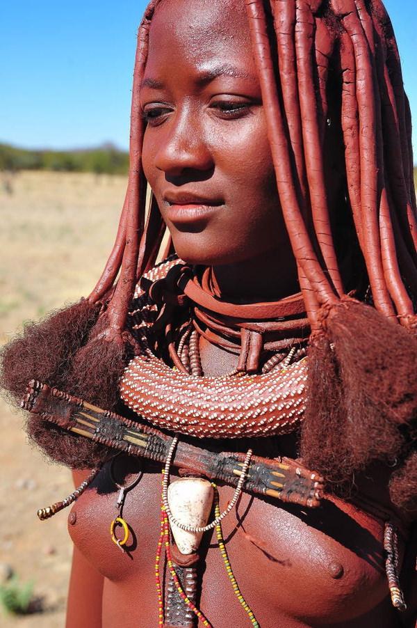 裸族のアフリカ原住民 10