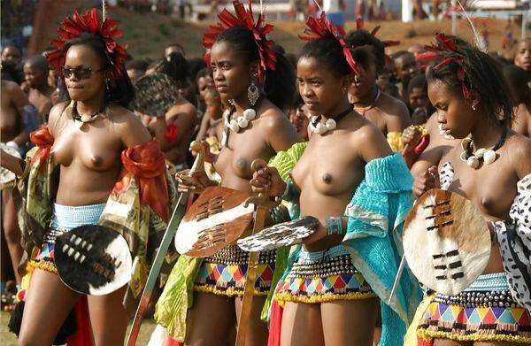 裸族のアフリカ原住民 15