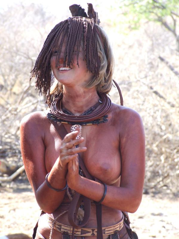 裸族のアフリカ原住民 20