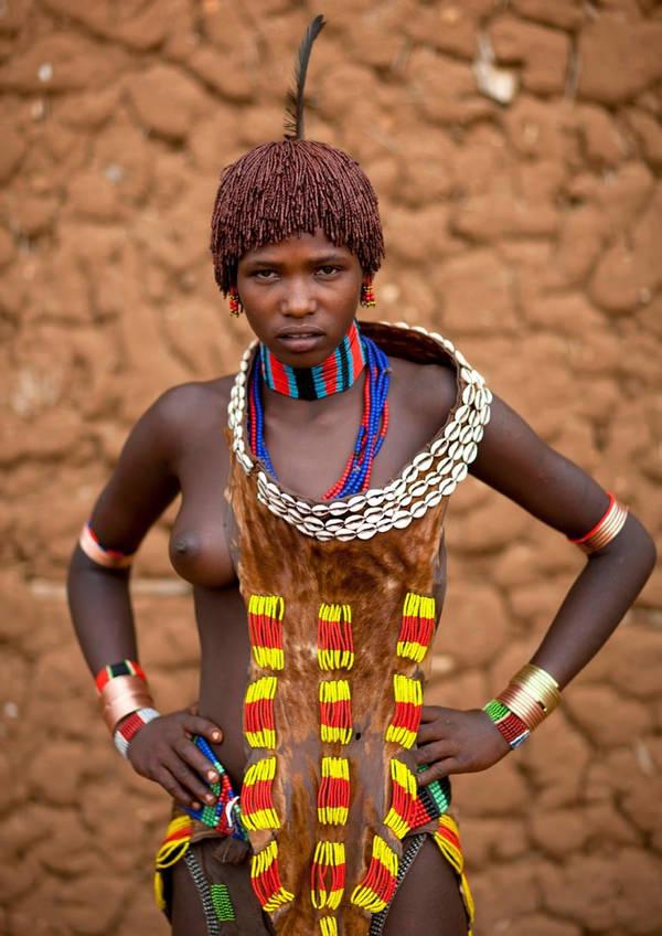 裸族のアフリカ原住民 28