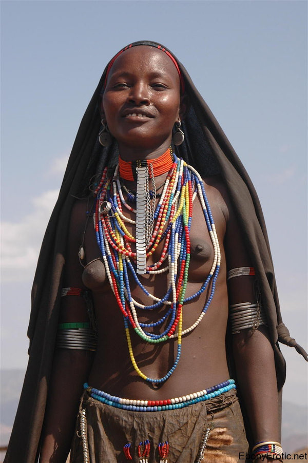 裸族のアフリカ原住民 29