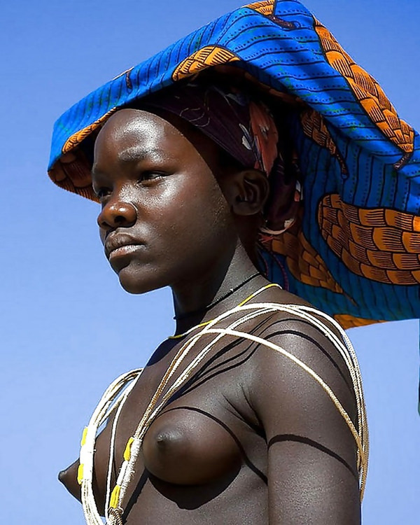 裸族のアフリカ原住民 33