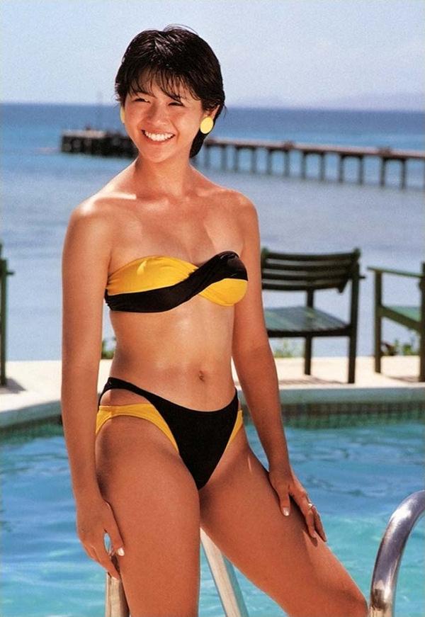 昭和時代のアイドルの水着 32