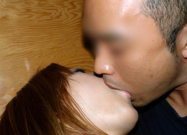 素人リア充カップルのキス 18