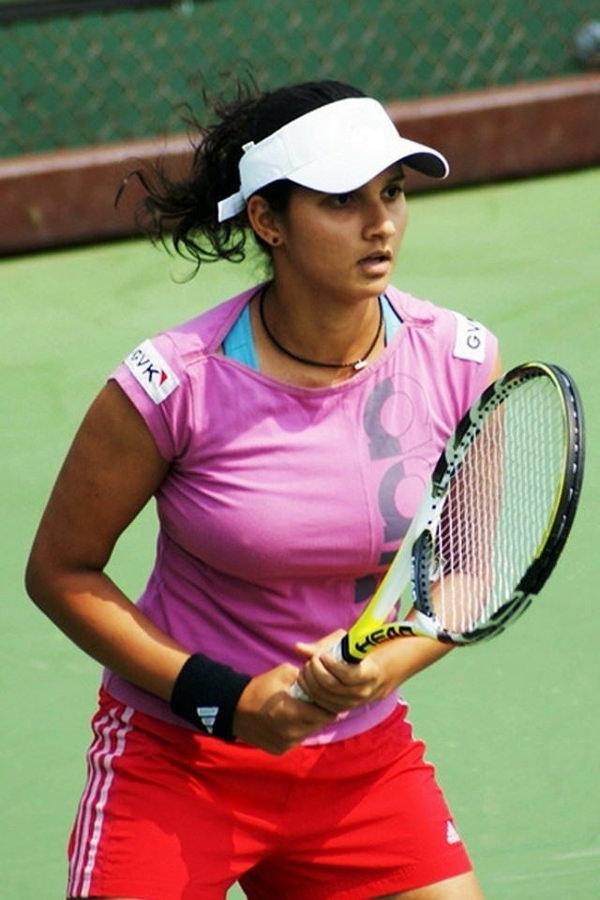 ノーブラで乳首ポッチの海外女子テニスプレイヤー 1