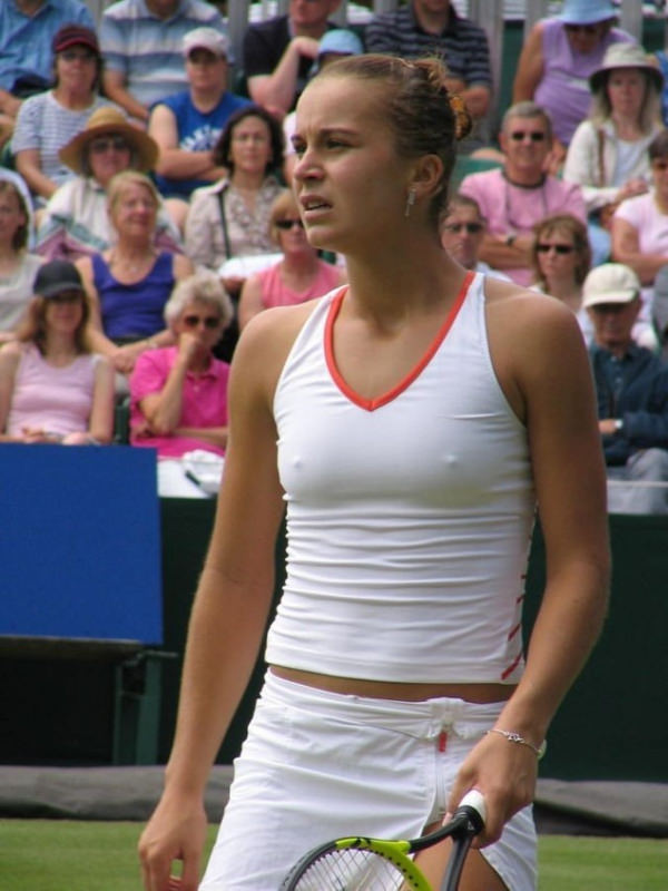 海外女子テニスプレイヤーのノーブラ乳首ポッチ画像