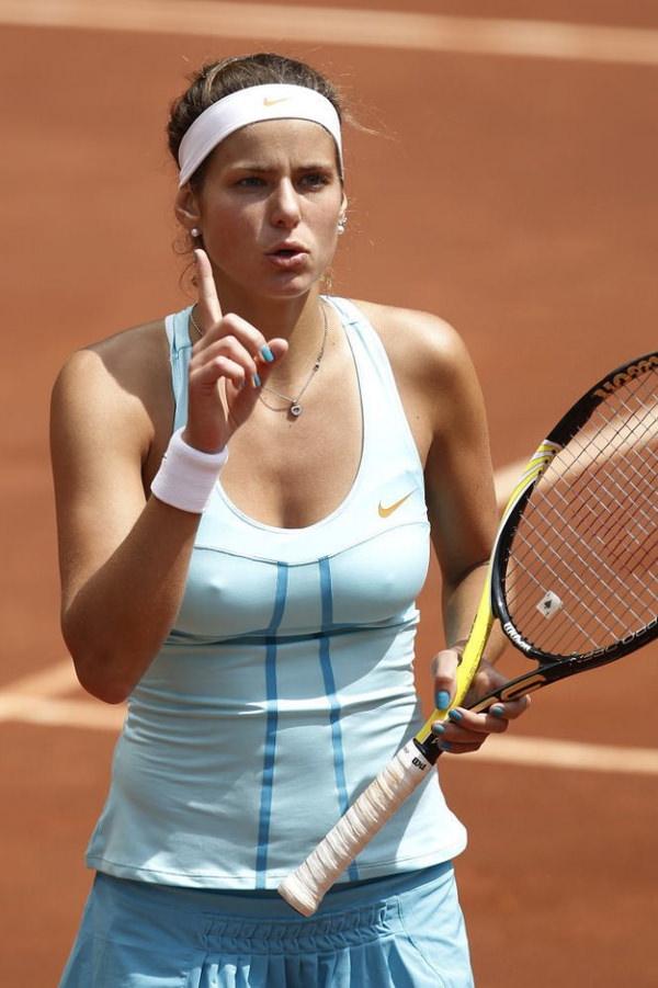 ノーブラで乳首ポッチの海外女子テニスプレイヤー 5