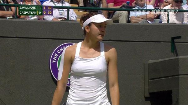 ノーブラで乳首ポッチの海外女子テニスプレイヤー 7