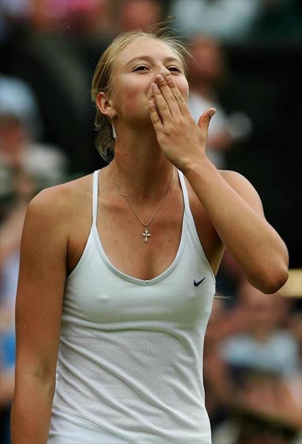 ノーブラで乳首ポッチの海外女子テニスプレイヤー 8