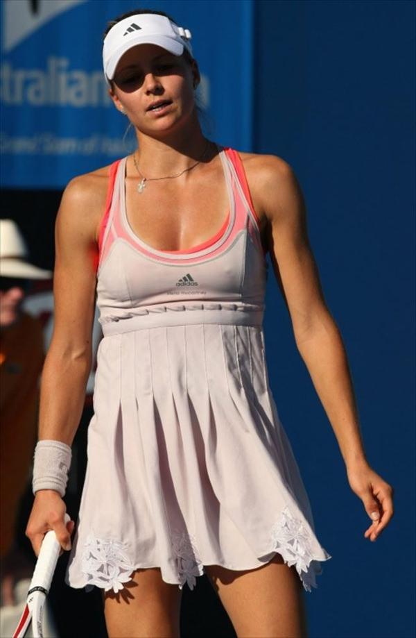 ノーブラで乳首ポッチの海外女子テニスプレイヤー 11