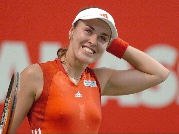 ノーブラで乳首ポッチの海外女子テニスプレイヤー 13