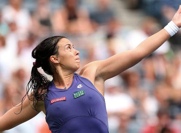ノーブラで乳首ポッチの海外女子テニスプレイヤー 15