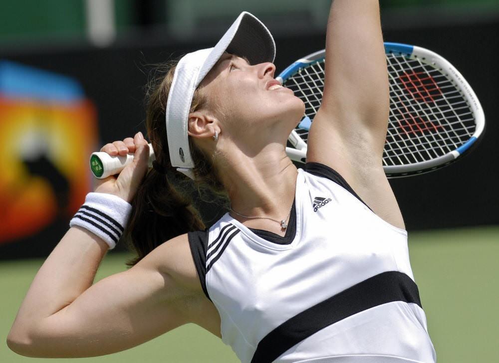 ノーブラで乳首ポッチの海外女子テニスプレイヤー