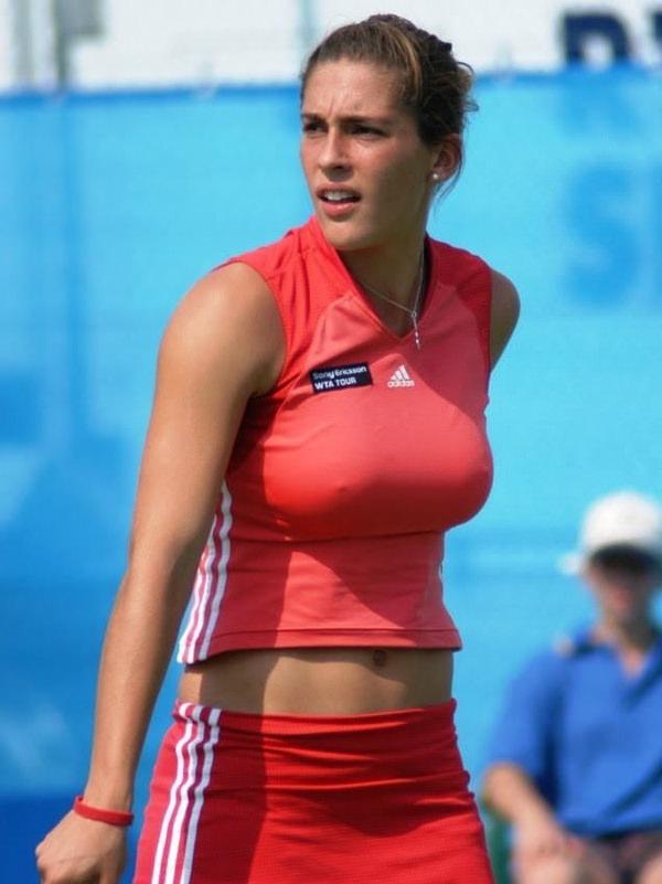 ノーブラで乳首ポッチの海外女子テニスプレイヤー 18