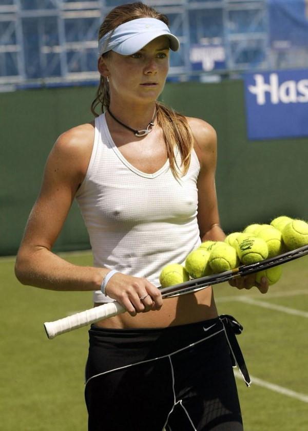 ノーブラで乳首ポッチの海外女子テニスプレイヤー 22