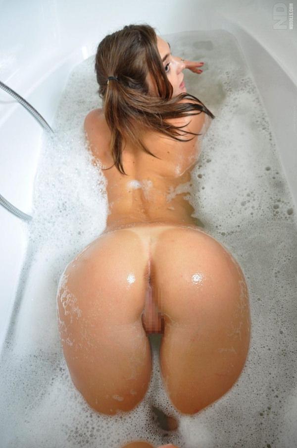 バブルバスに入浴中の外国人美女 18