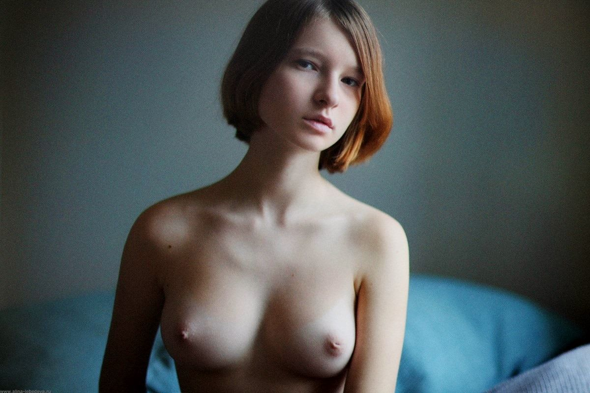 (陥没チクビ)外国人モデルの凹んじゃってる乳頭写真