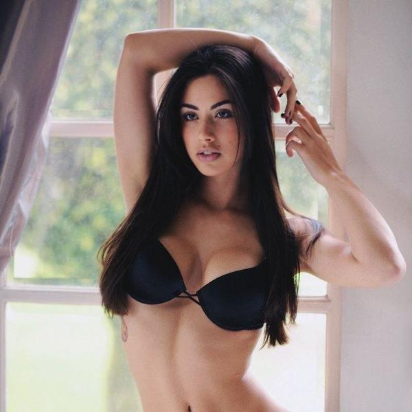 外国人美女のセクシーな黒下着姿 12