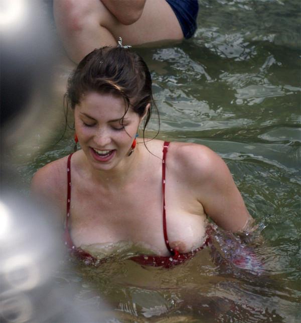 プールで遊んでる外国人素人 5
