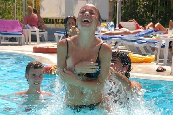 プールで遊んでる外国人素人 8