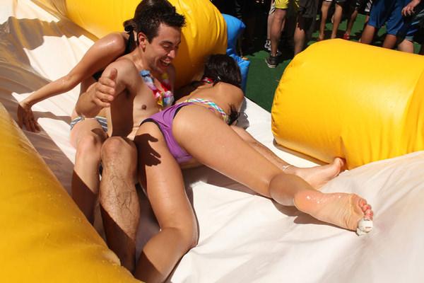 プールで遊んでる外国人素人 11