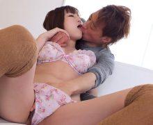女の子を後ろからぎゅっと抱きしめてキス!萌えるキスシチュエーション