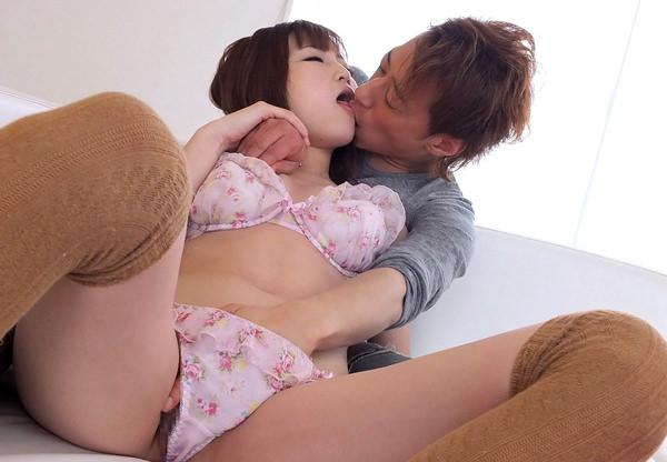 後ろから抱きしめてキス 13