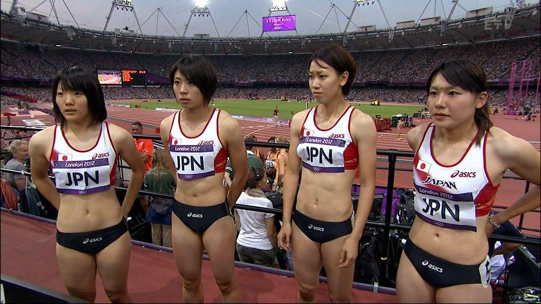 女子陸上選手の腹筋