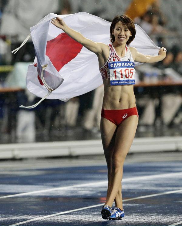 腹筋が美しい女子陸上選手 2