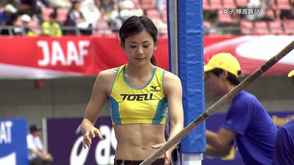 腹筋が美しい女子陸上選手 7