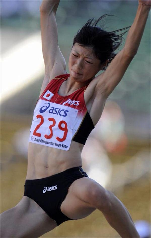 腹筋が美しい女子陸上選手 9