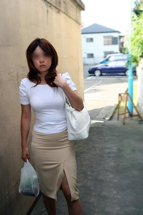 買い物中の人妻 7